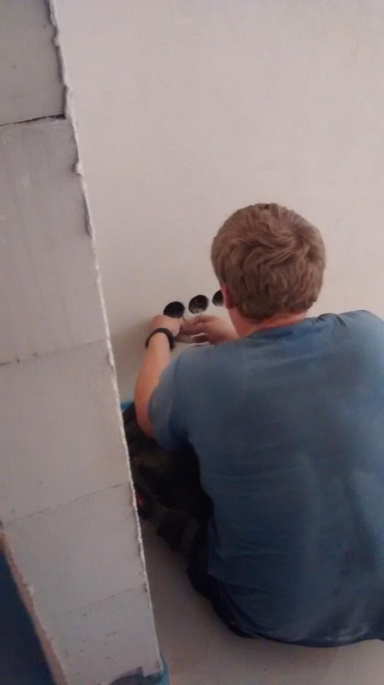 Steckdosen im Keller montiert | Baublog